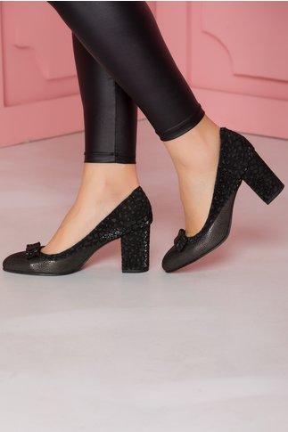 Pantofi negri cu imprimeu lucios si fundita