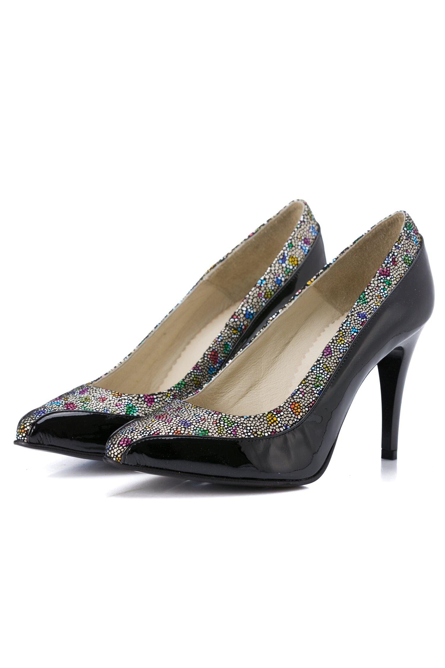 Pantofi negri cu imprimeu mozaic colorat