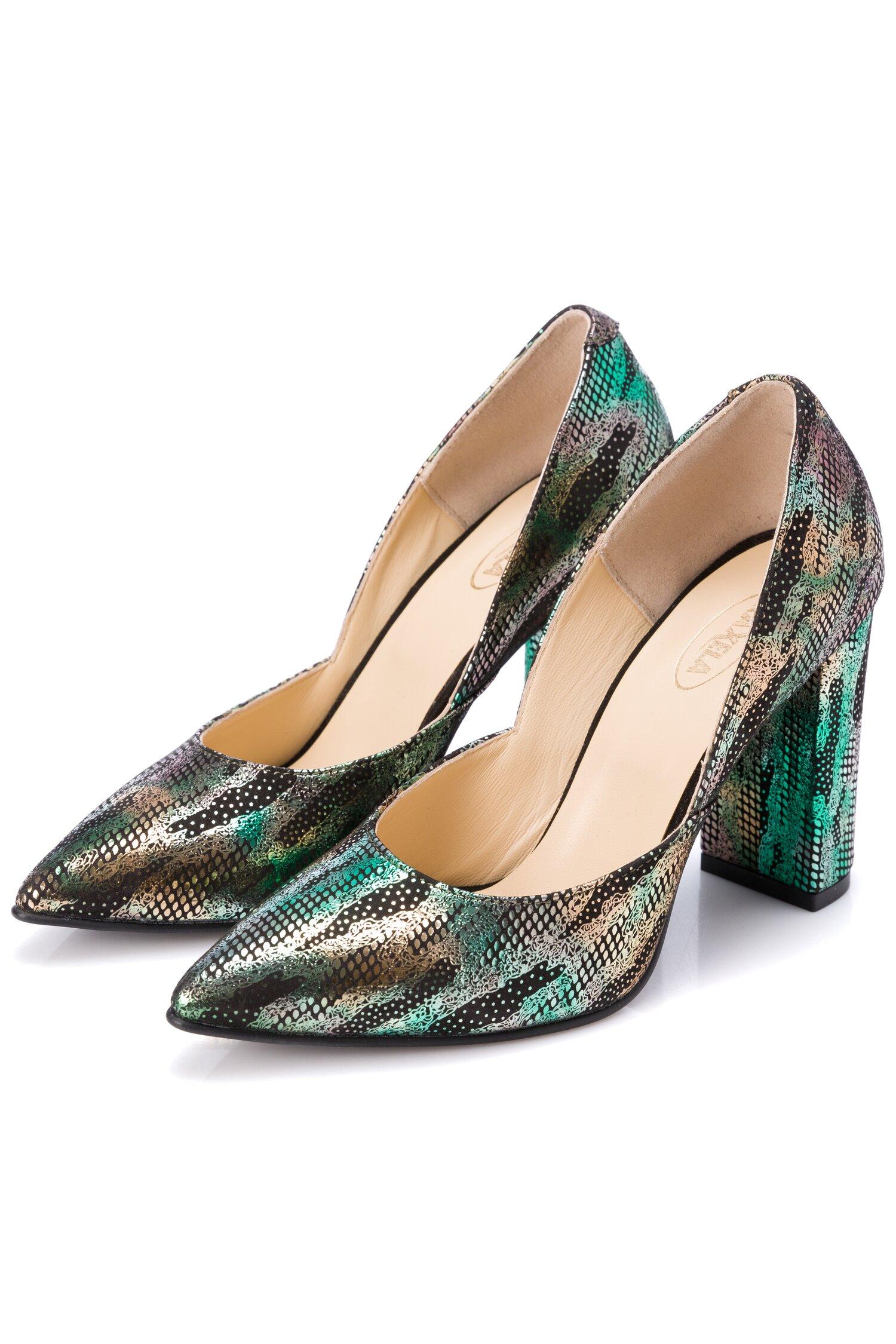 Pantofi negri cu imprimeu verde metalizat si design petrecut in laterale imagine