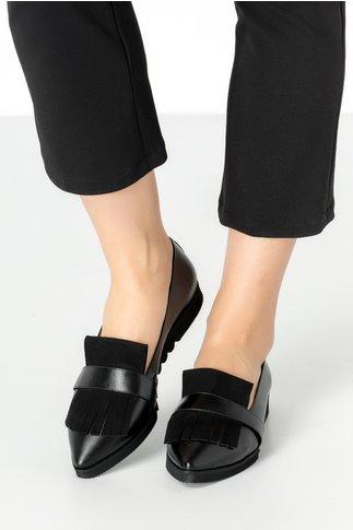 Pantofi negri cu talpa joasa si franjuri