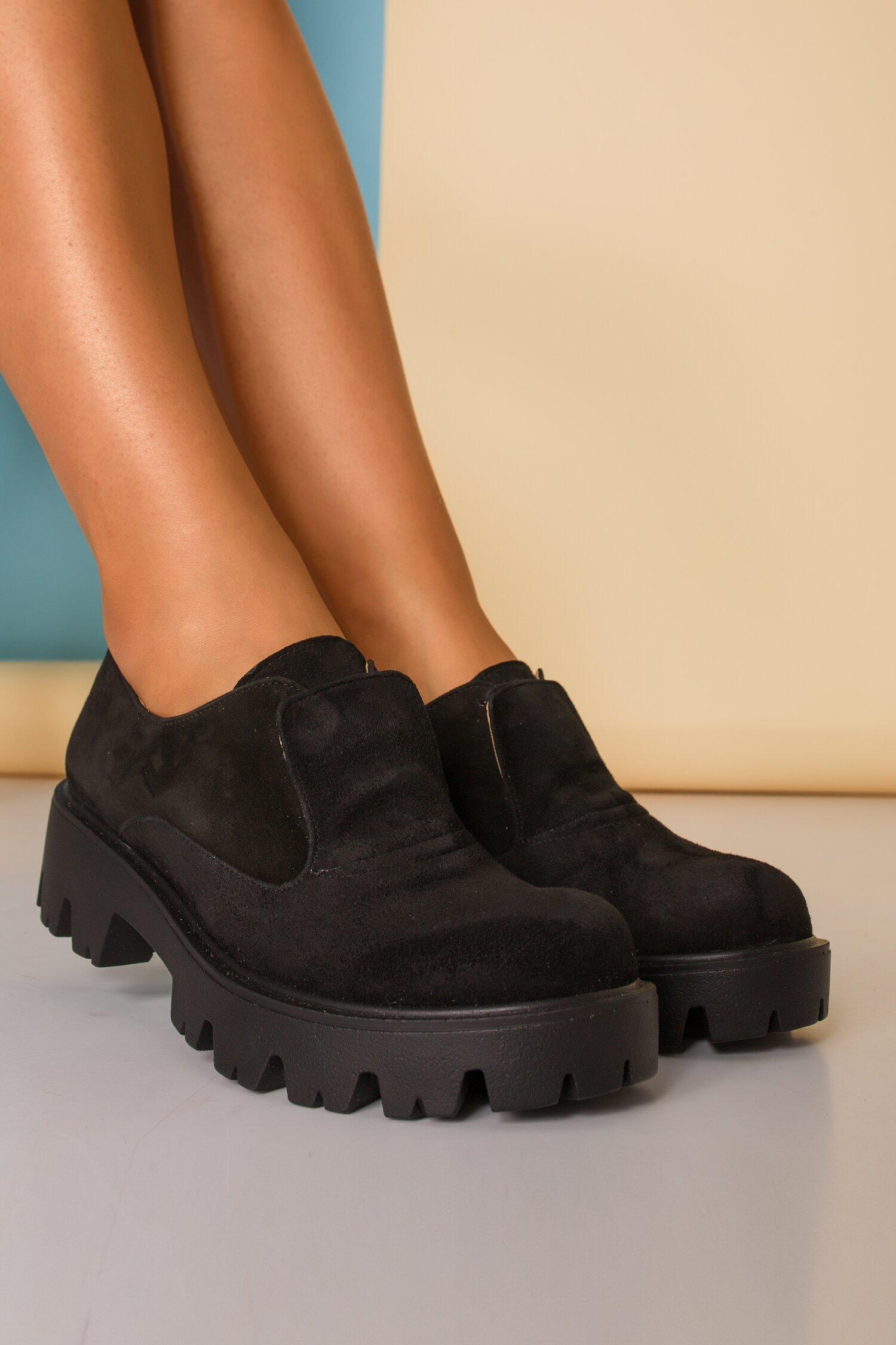 Pantofi negri cu talpa joasa si limba dubla cu siret imagine