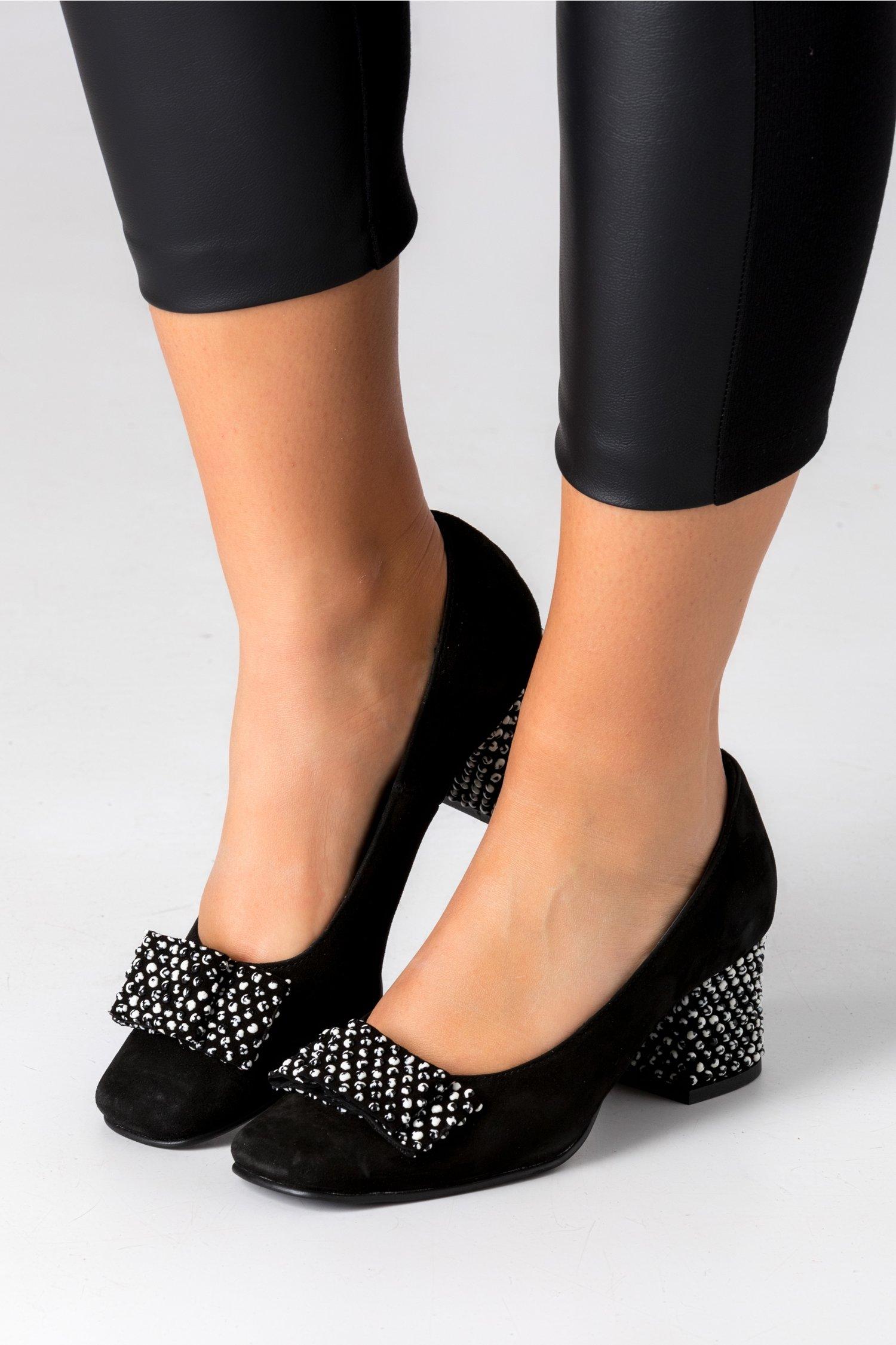 Pantofi negri din piele intoarsa cu buline 3D