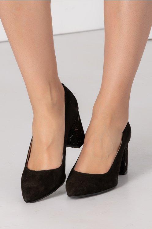 Pantofi negri din piele intoarsa cu toc gros si insertii arginti