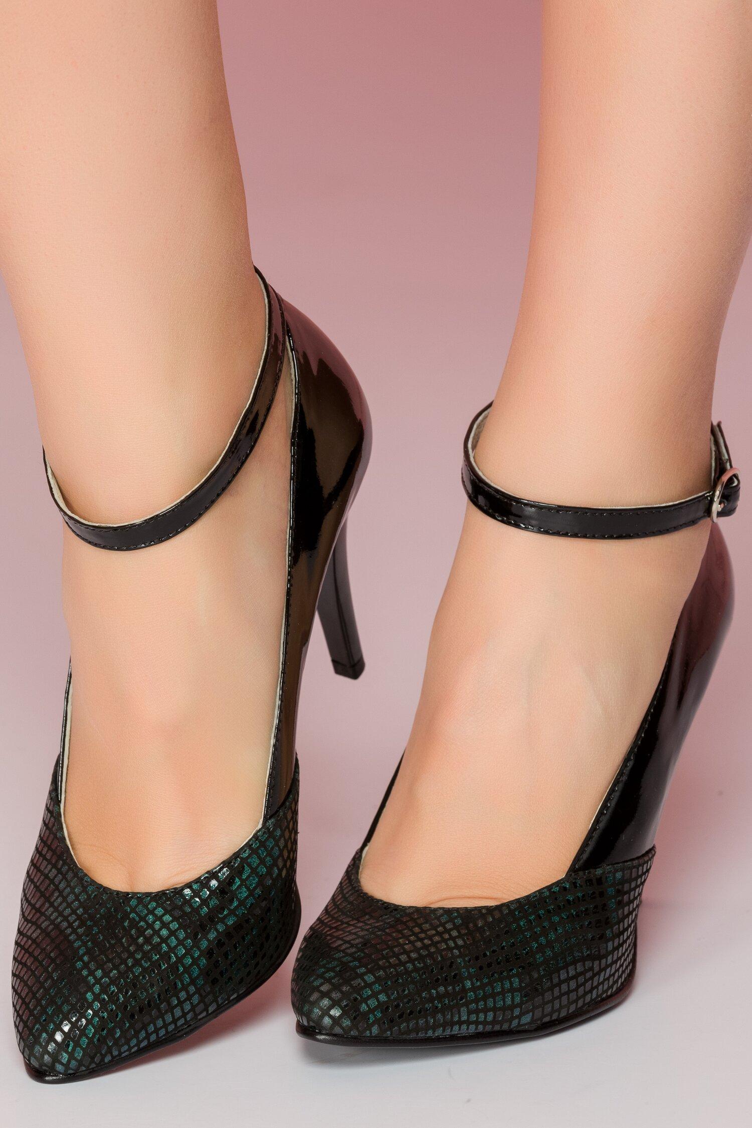 Pantofi negri din piele lacuita cu bareta si imprimeu snake in nuante de verde imagine