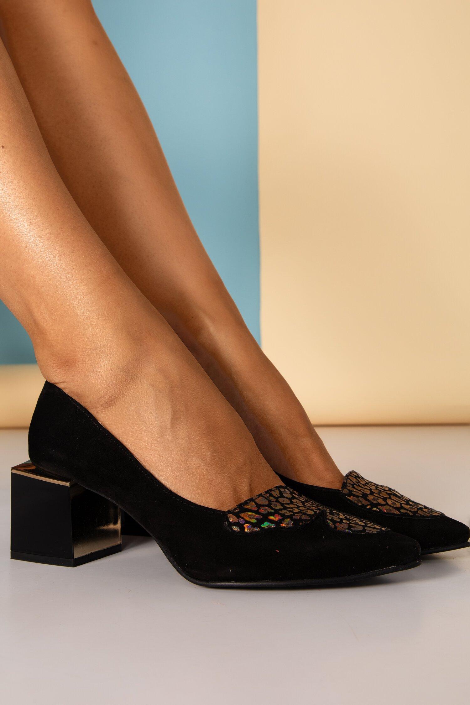 Pantofi negri eleganti cu aplicatie stralucitoare si toc stilizat