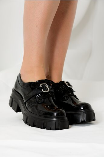 Pantofi negri lacuiti cu siret si catarama