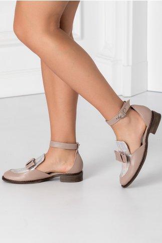 Pantofi nude decupati pe lateral cu fundita in fata