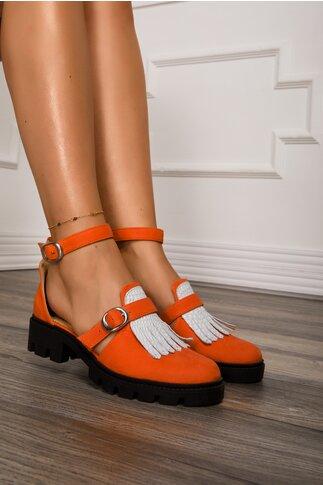 Pantofi oranj decupati cu bareta la glezna si aplicatie pe varf