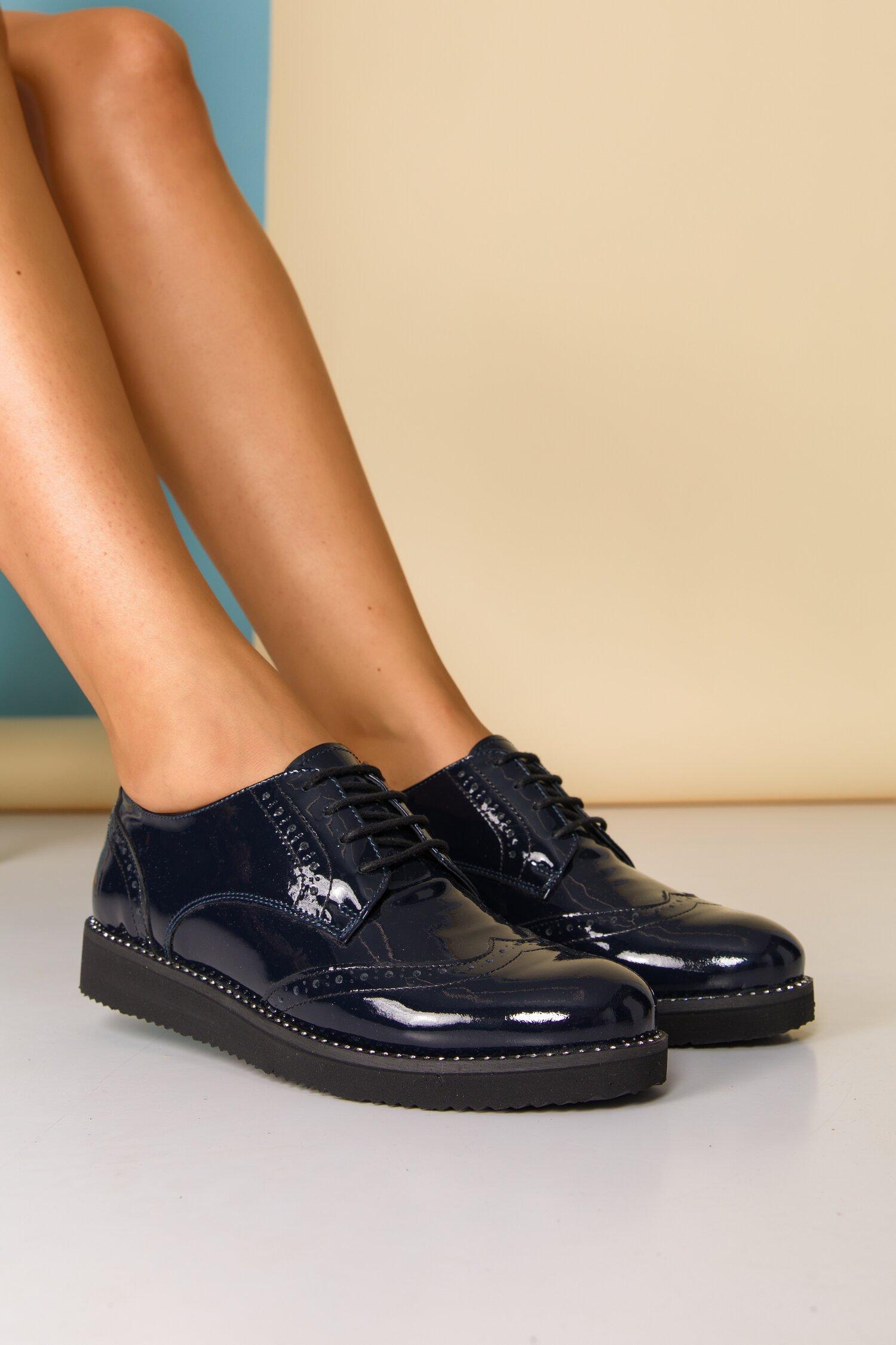 Pantofi Oxford bleumarin cu strasuri pe talpa si design cu perforatii imagine