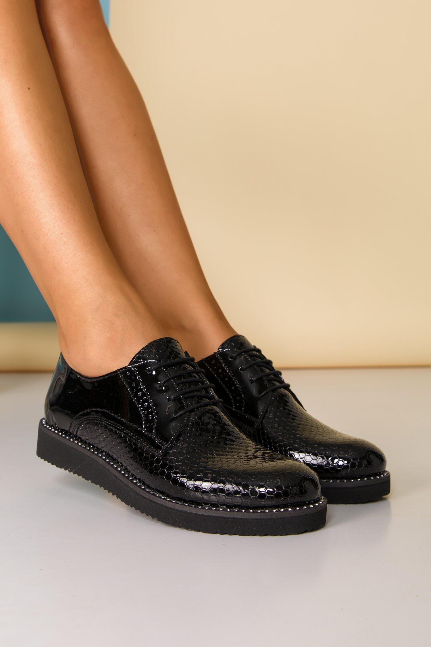 Pantofi Oxford negri cu strasuri pe talpa si inchidere cu sireturi imagine