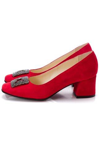 Pantofi rosii din piele intoarsa cu aplicatie metalica in fata