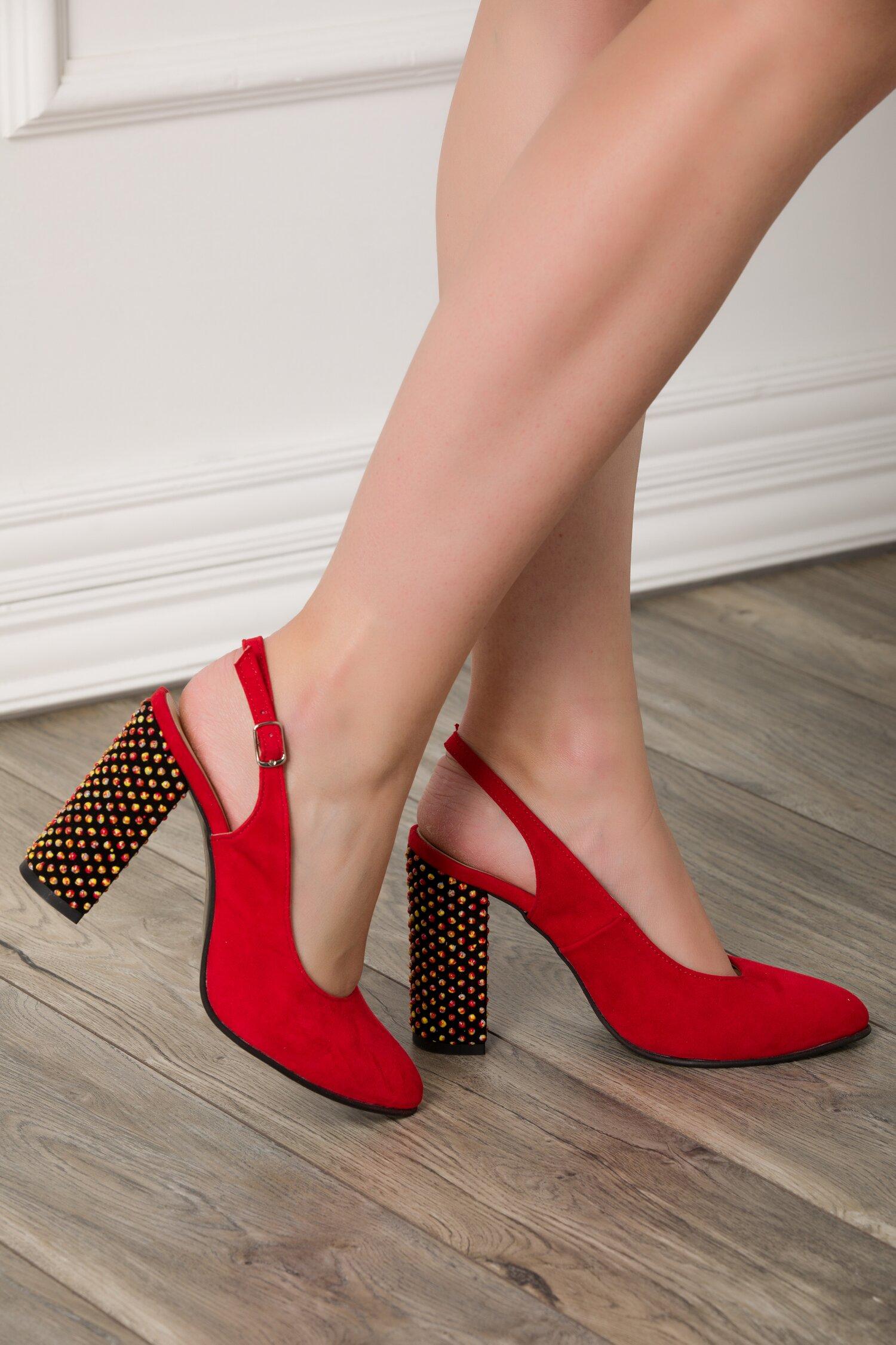 Pantofi rosii din piele intoarsa cu sfere 3D pe toc imagine