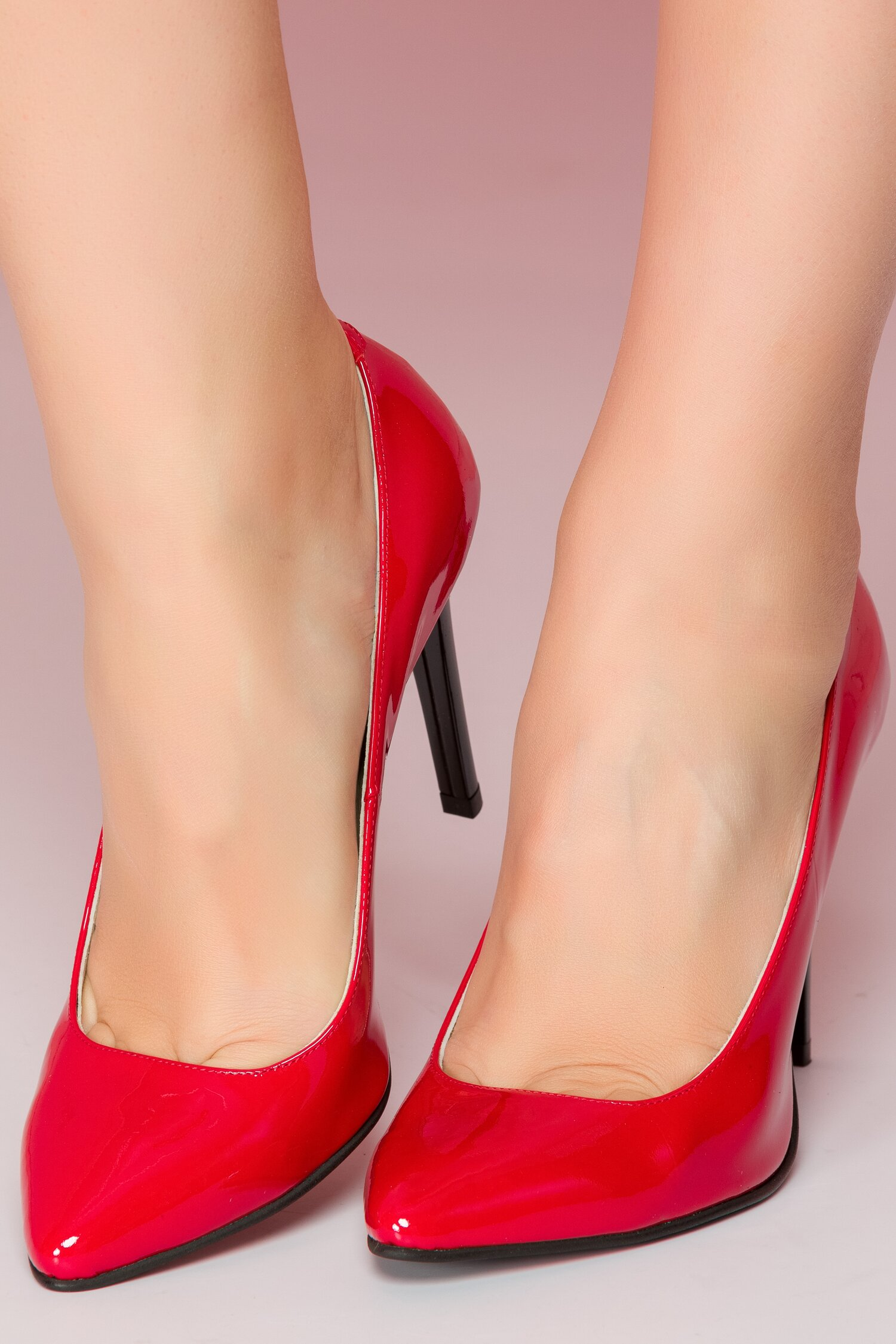 Pantofi rosii din piele lacuita si toc stiletto