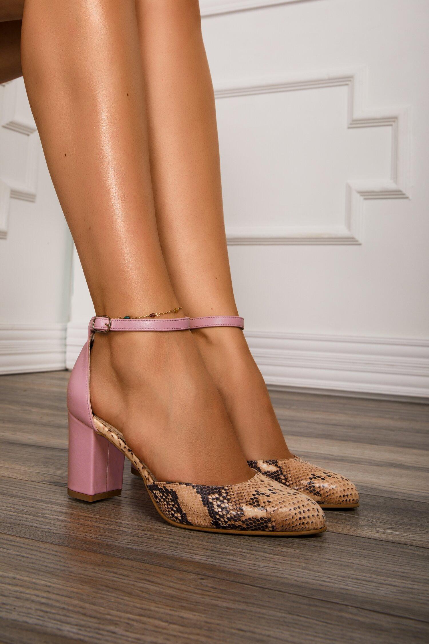 Pantofi roz cu imprimeu snake si bareta la glezna imagine