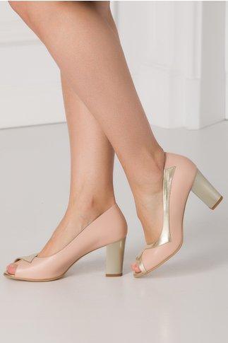 Pantofi roz prafuit cu detalii aurii si varf decupat