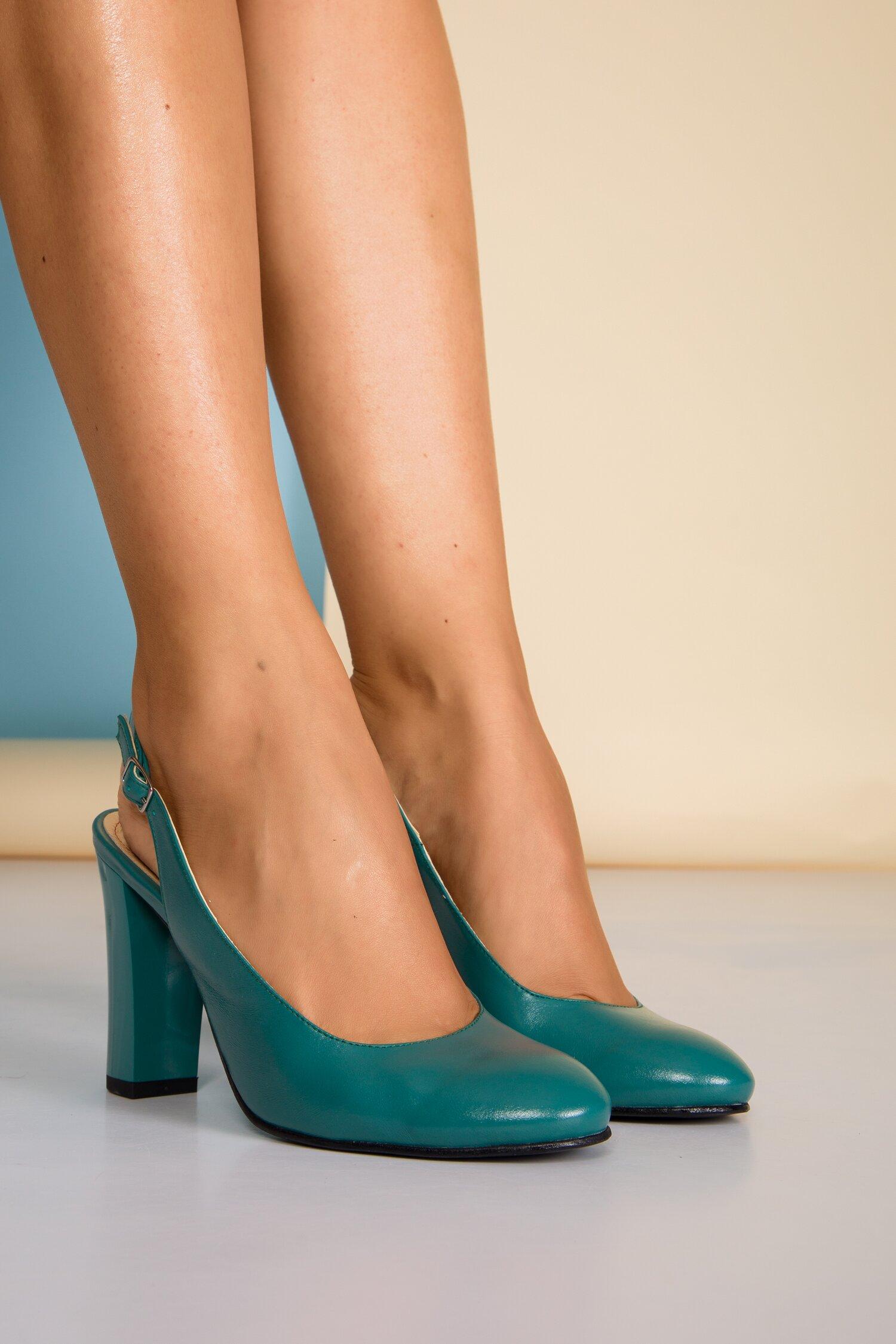 Pantofi turcoaz cu toc lucios si decupaj la spate imagine