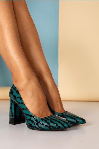 Pantofi verzi cu design deosebit