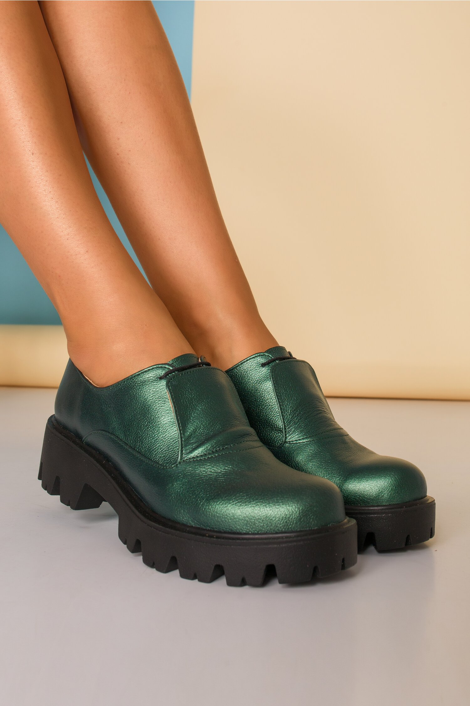 Pantofi verzi cu talpa joasa si limba dubla cu siret