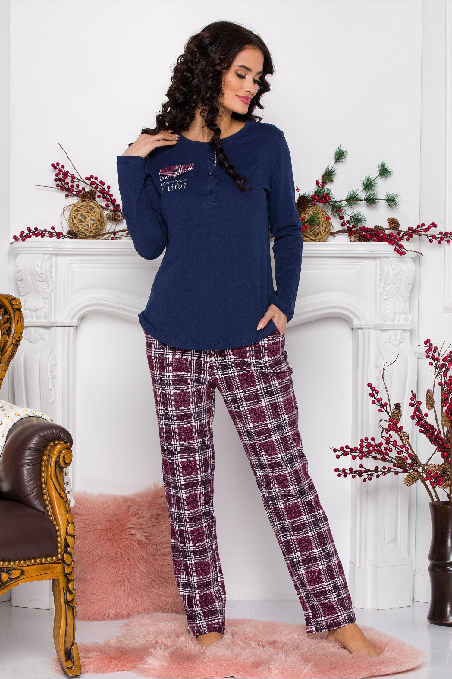 Pijama Beautiful cu bluza bleumarin si pantaloni in carouri bordo