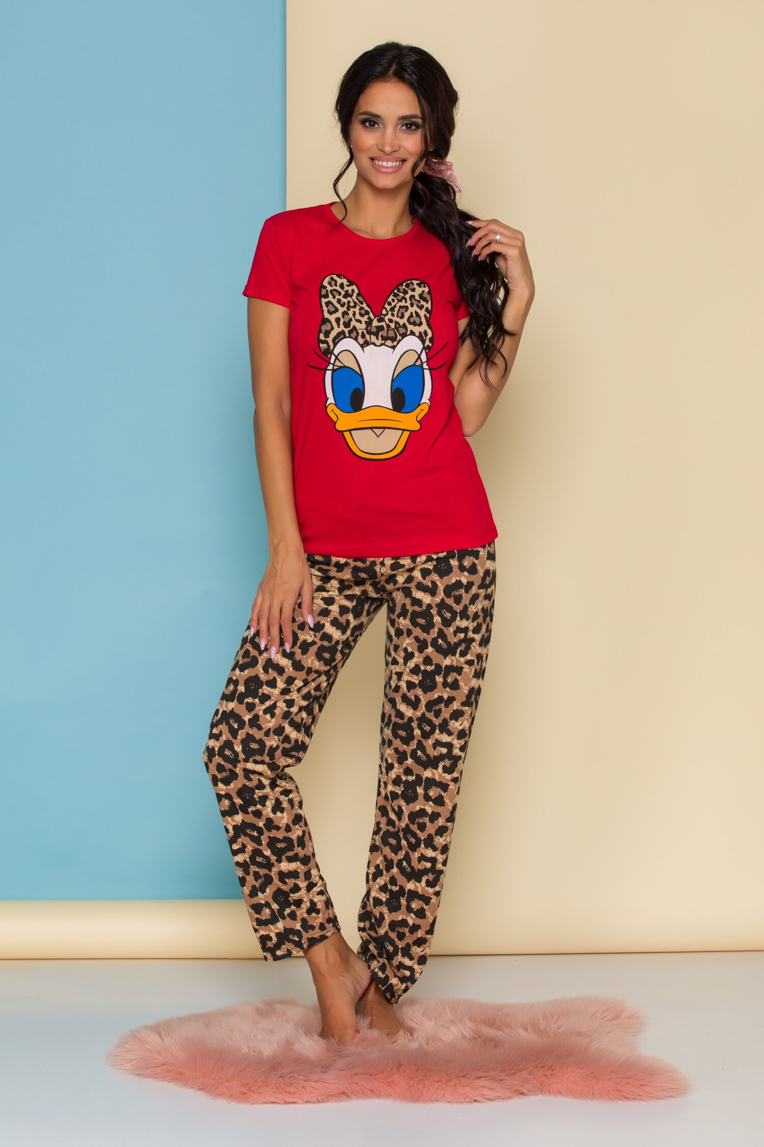 Pijama Daisy Duck cu tricou rosu si pantaloni cu animal print