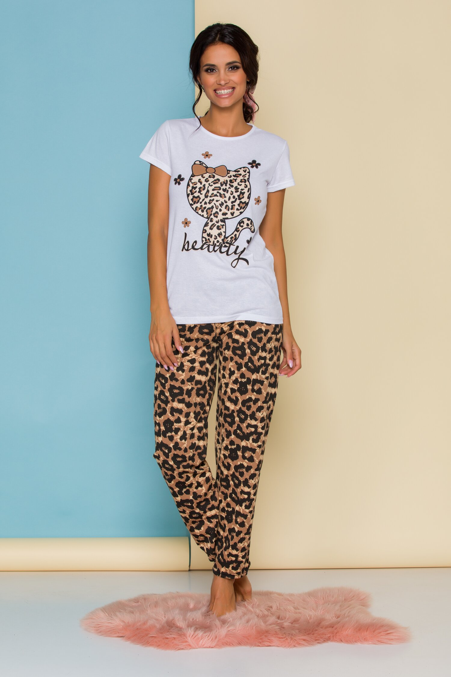 Pijama Kitty cu tricou alb si pantaloni animal print