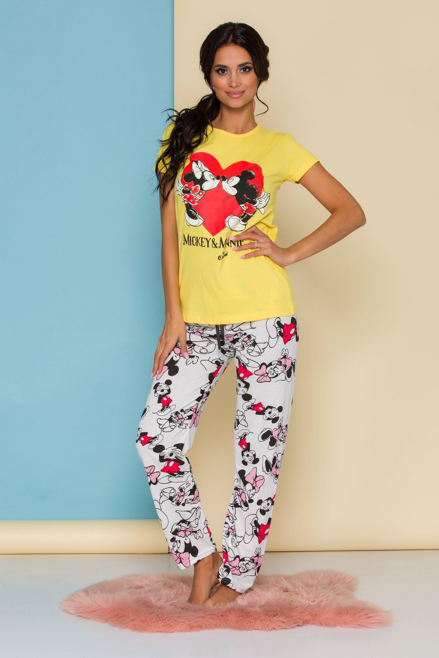 Pijama Minnie&Mickey cu tricou galben si pantaloni albi cu imprimeu