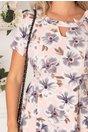 Rochie Adriela roz pal cu imprimeu floral gri si fundita aplicata in zona decolteului