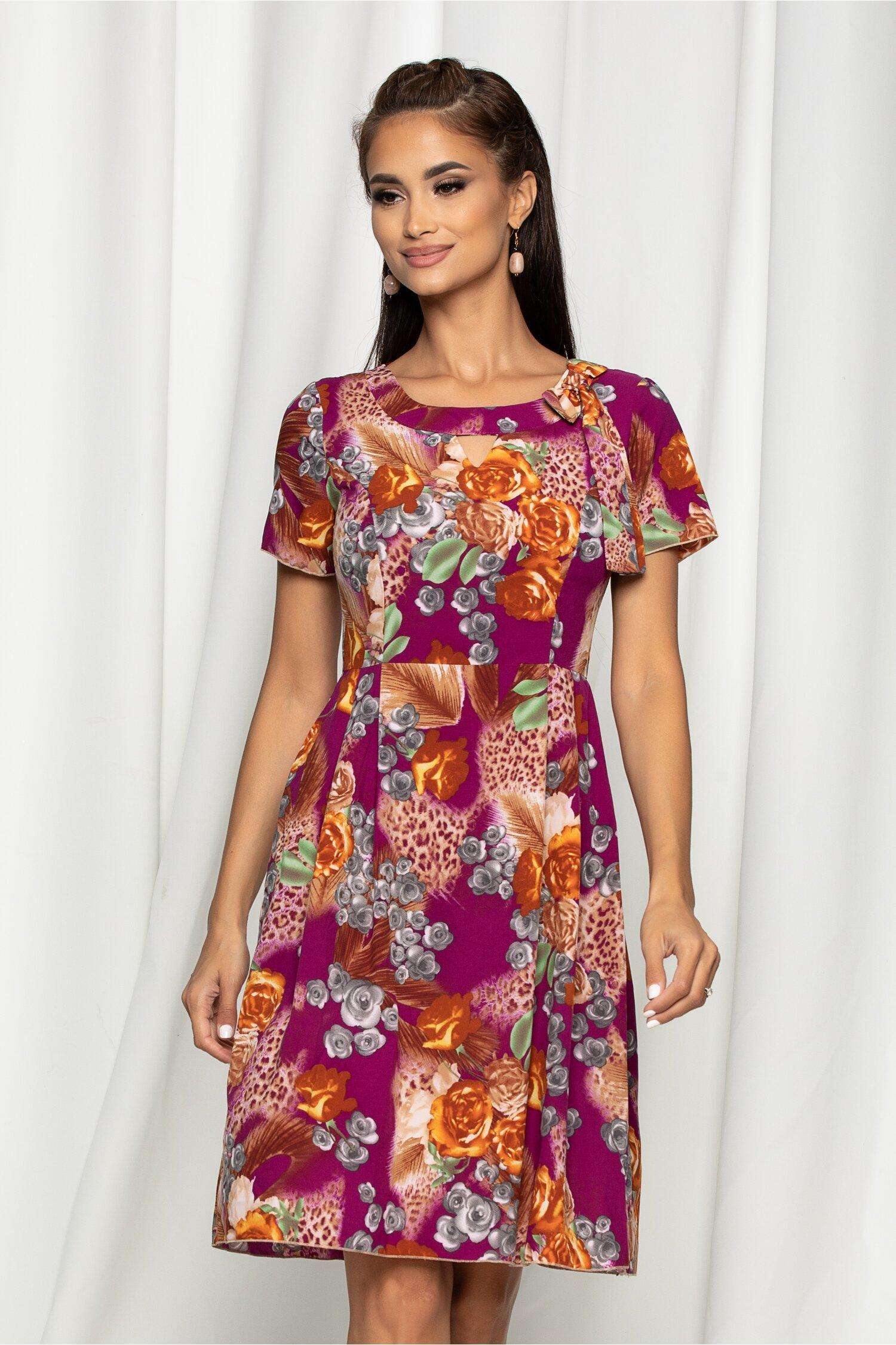 Rochie Adriela violet cu flori orange si fundita in zona decolteului