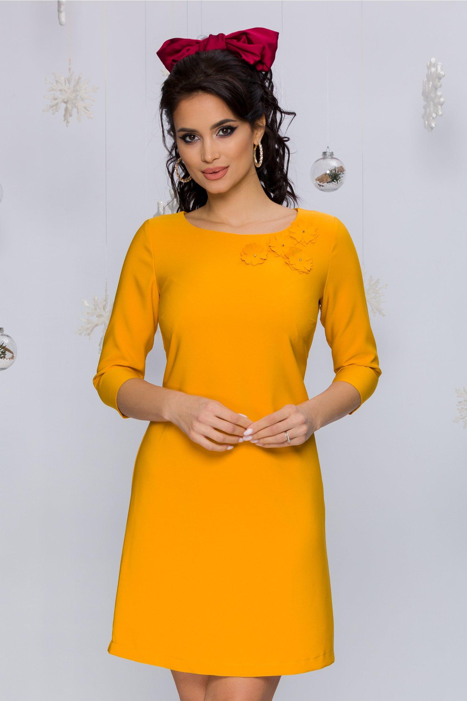 rochie alexa galben mustar evazata cu flori 3d la decolteu 474366 4