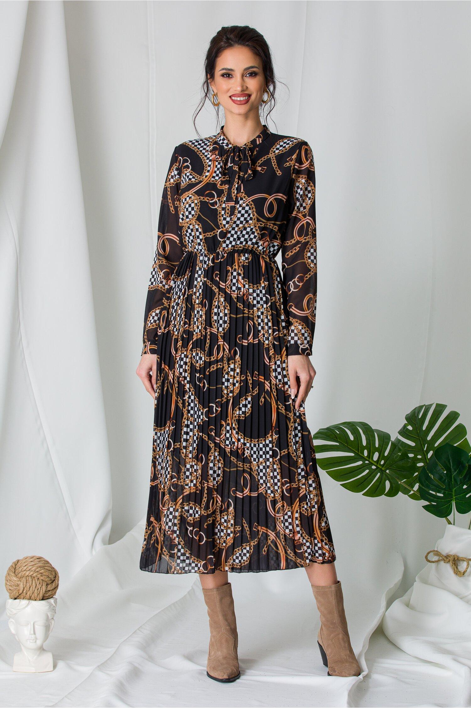 Rochie Alina neagra cu imprimeu chain si fusta plisata imagine dyfashion.ro 2021