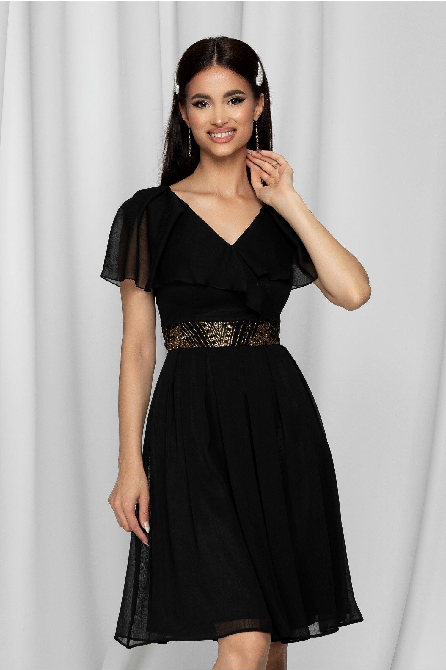 Rochie Anais neagra accesorizata cu brau auriu in talie