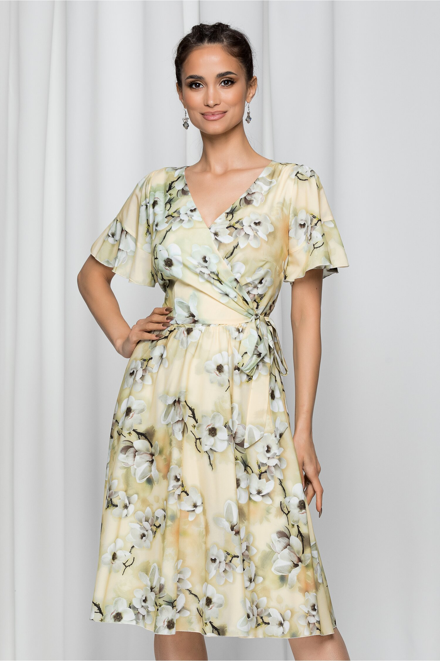 Rochie Andora galbena cu imprimeu floral si decolteu petrecut