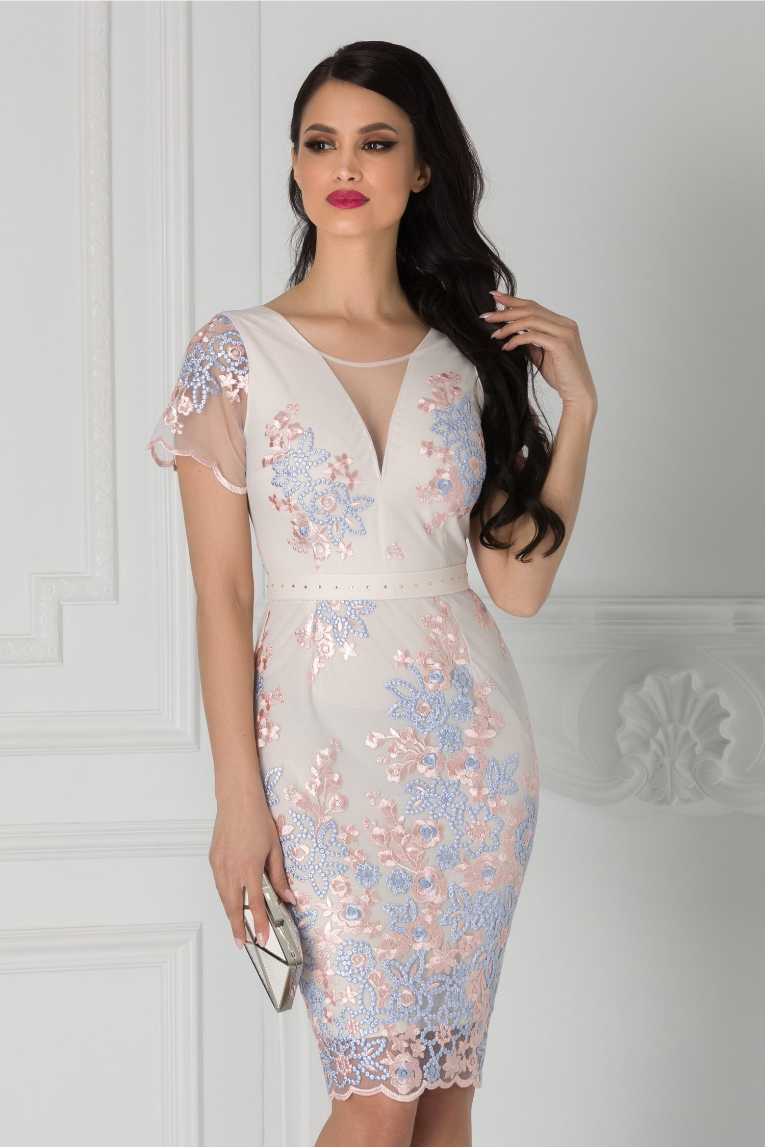 Rochie Anelie roz pal cu broderie florala si cordon in talie