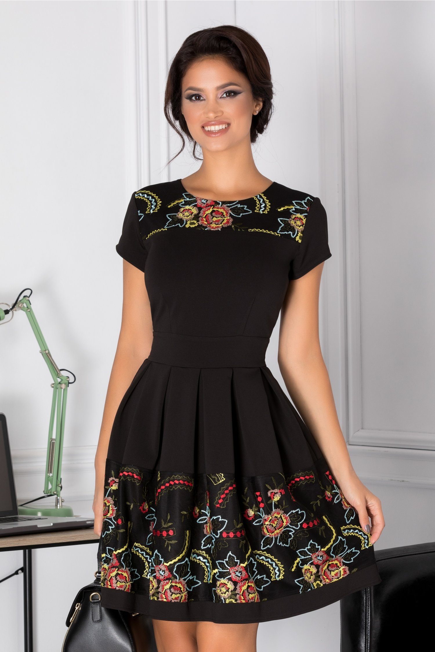 Rochie Angy neagra cu broderie traditionala pastelata