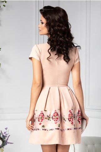 Rochie Angy roz prafuit cu broderie florala colorata