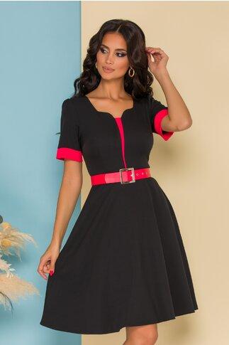 Rochie Anisia neagra cu detalii rosii accesorizata cu o curea in talie
