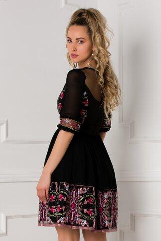 Rochie Antonia neagra cu motive florale si maneci vaporoase