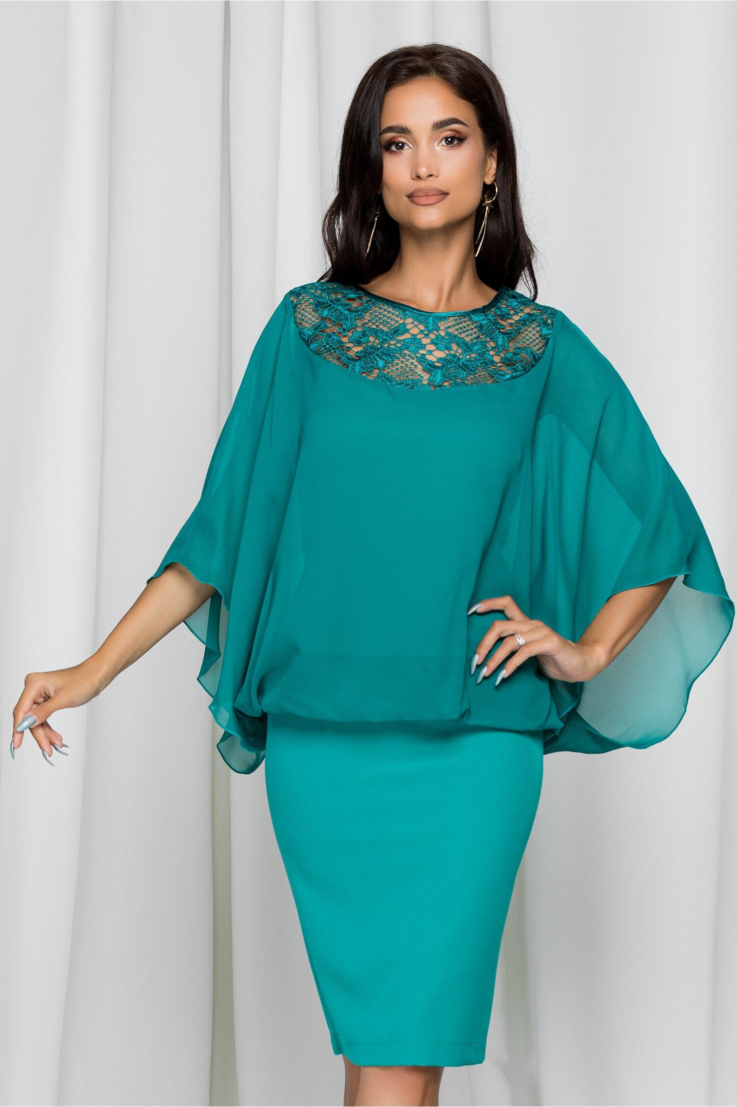 Rochie Ariela verde cu broderie la bust si capa