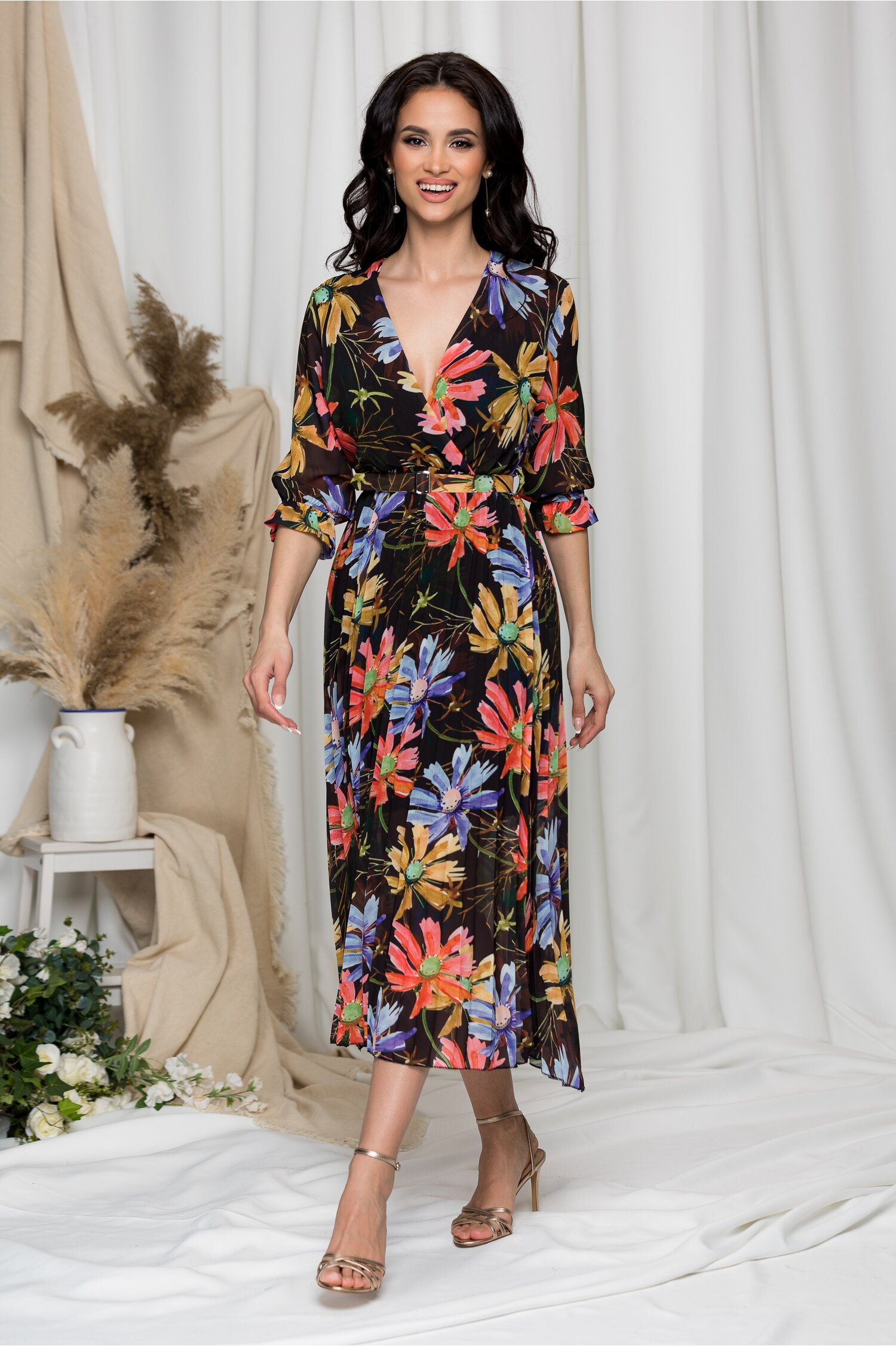 Rochie Beatrice neagra cu imprimeu floral imagine dyfashion.ro 2021
