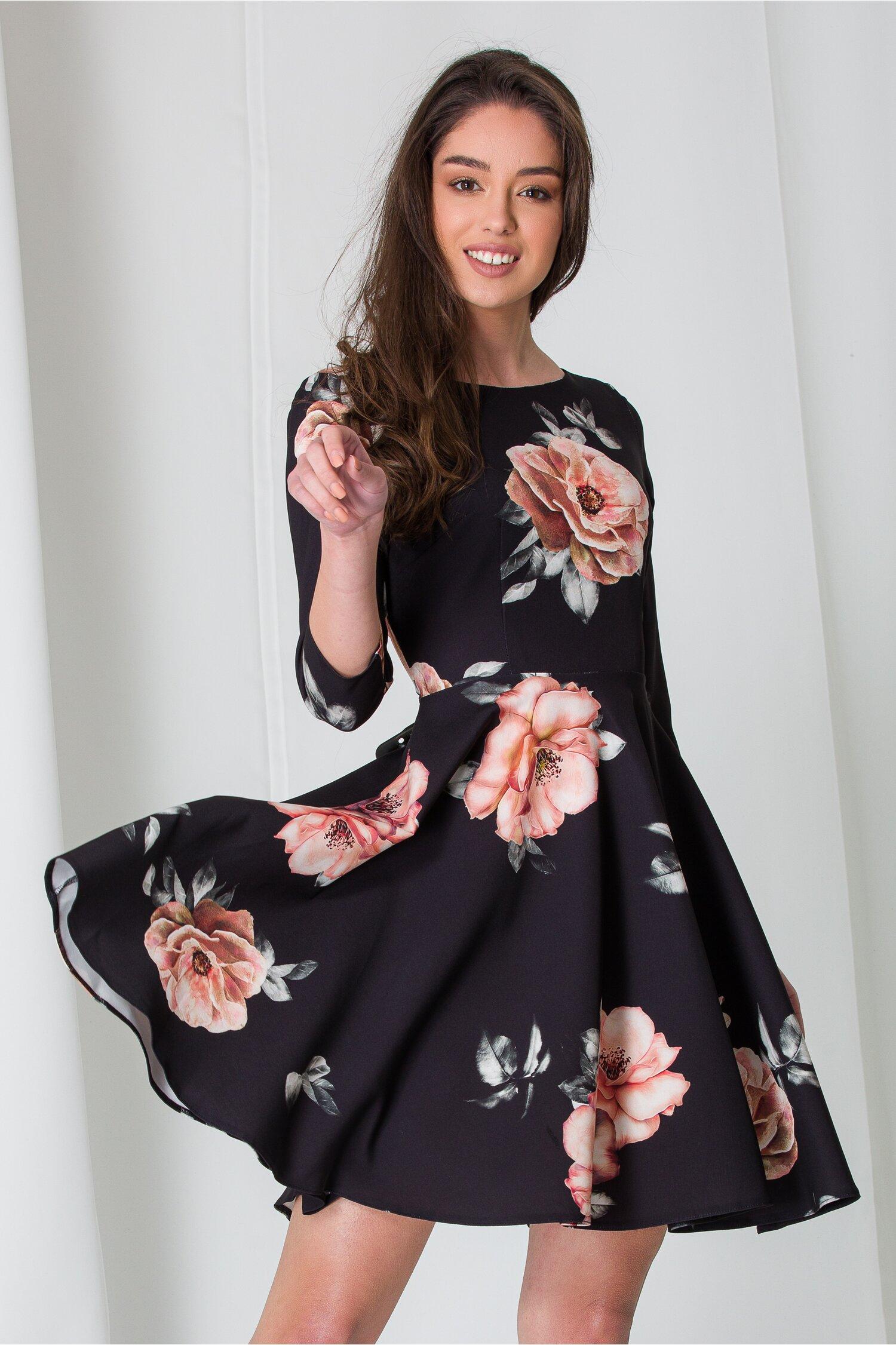 Rochie Bella neagra cu trandafiri imagine dyfashion.ro 2021
