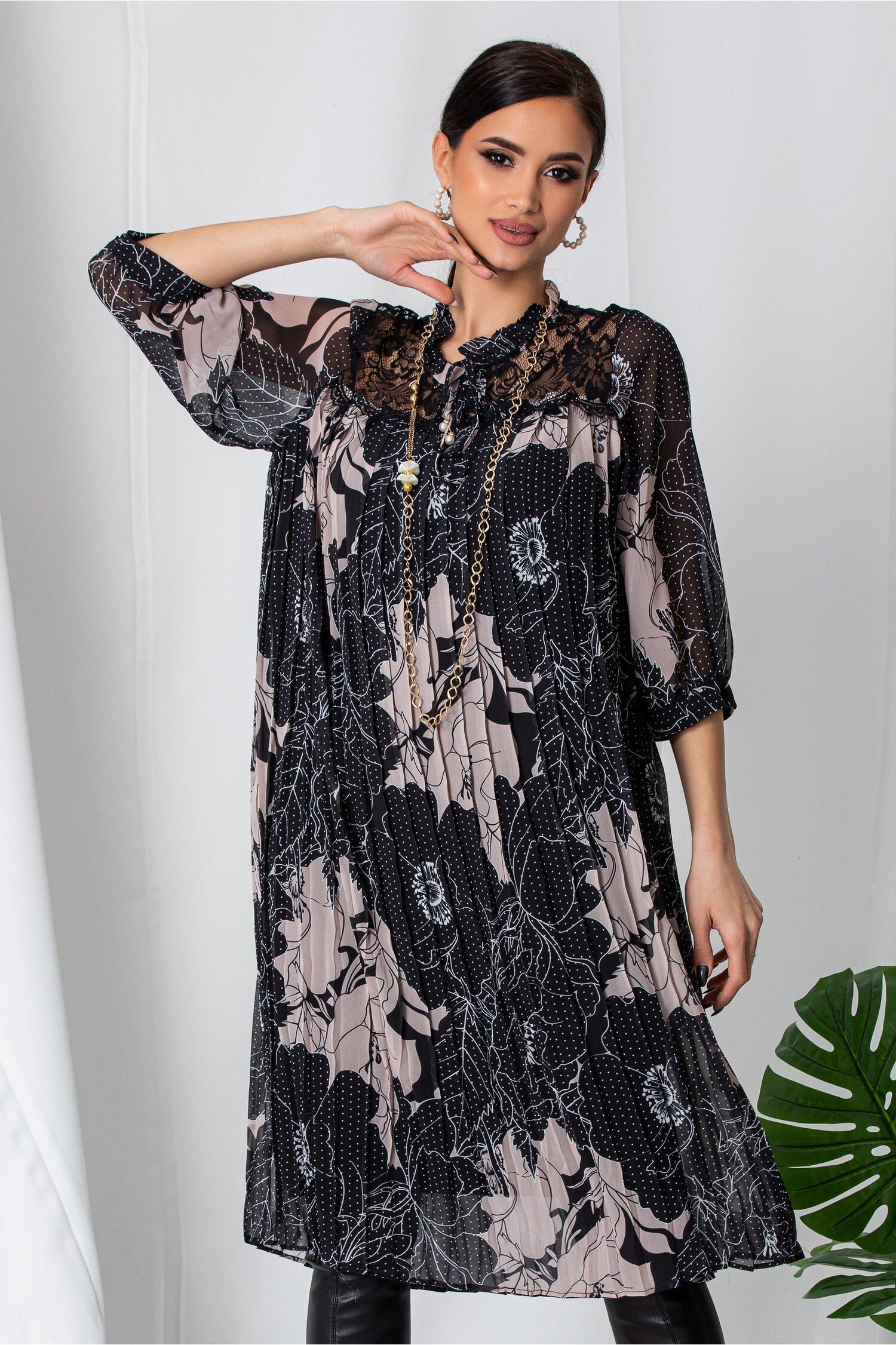 Rochie Betty neagra plisata cu imprimeu floral si buline