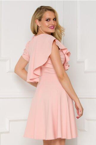 Rochie Camelia roz pudrat accesorizata cu volanase tip capa
