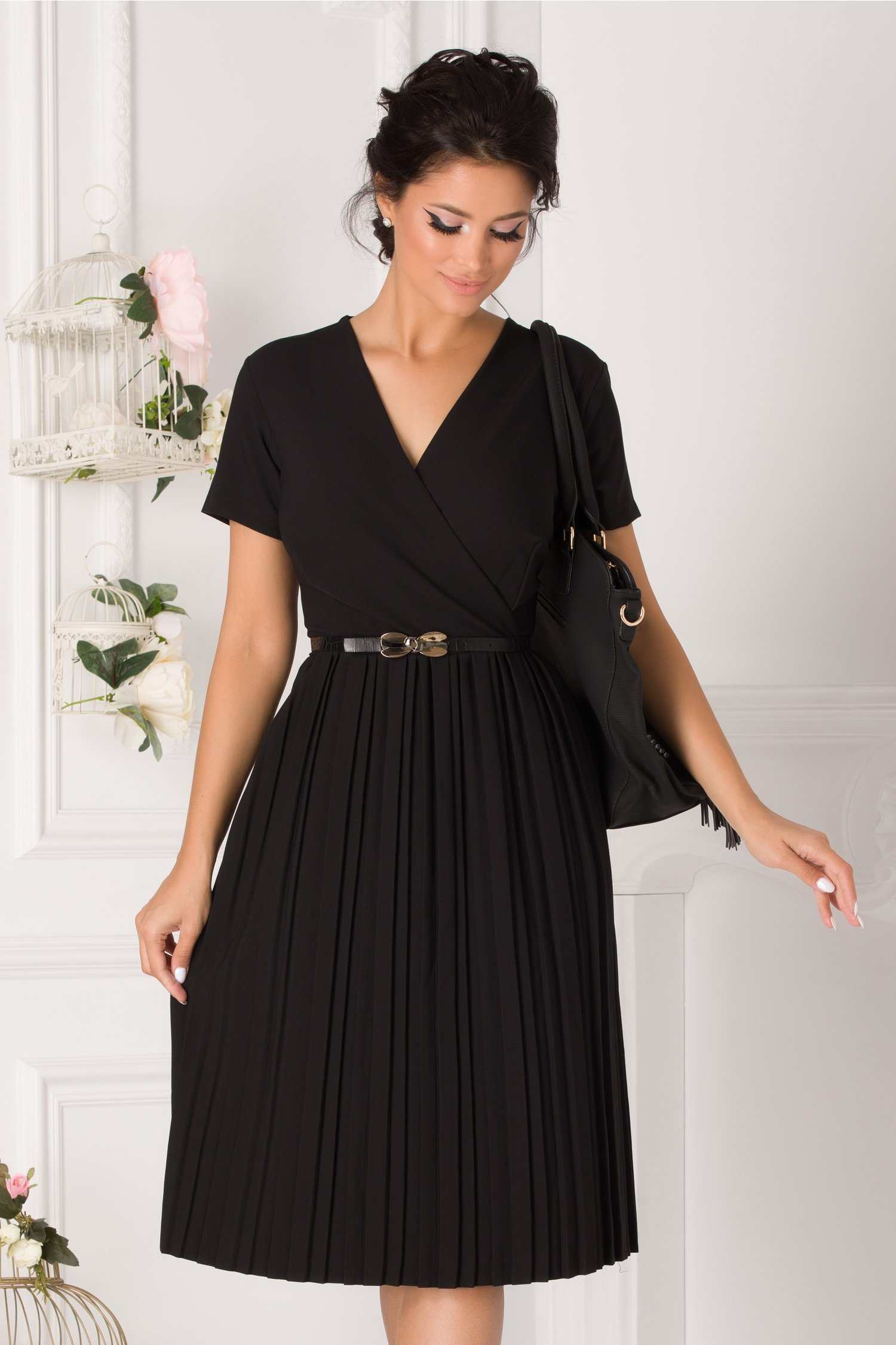 Rochie Carolina neagra cu fusta plisata