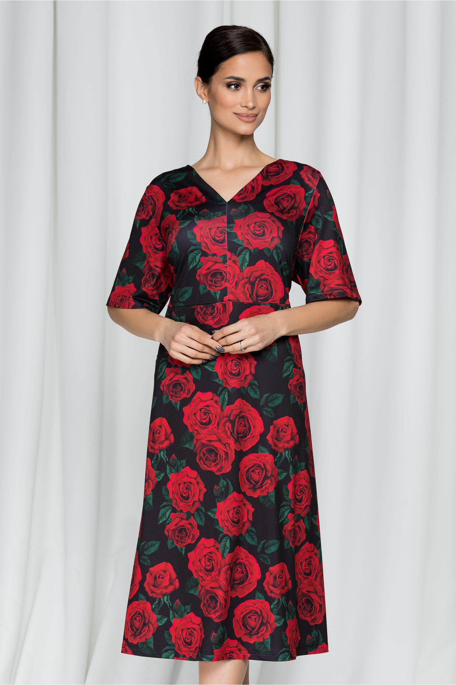 Rochie Carolinne neagra cu imprimeu floral