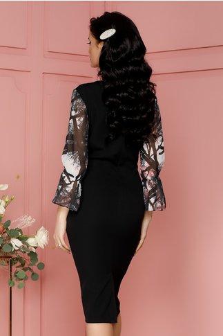 Rochie Casandra roz cu imprimeuri florale si strasuri