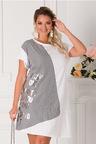 Rochie Caty tip tricou alb cu carouri si mesaj