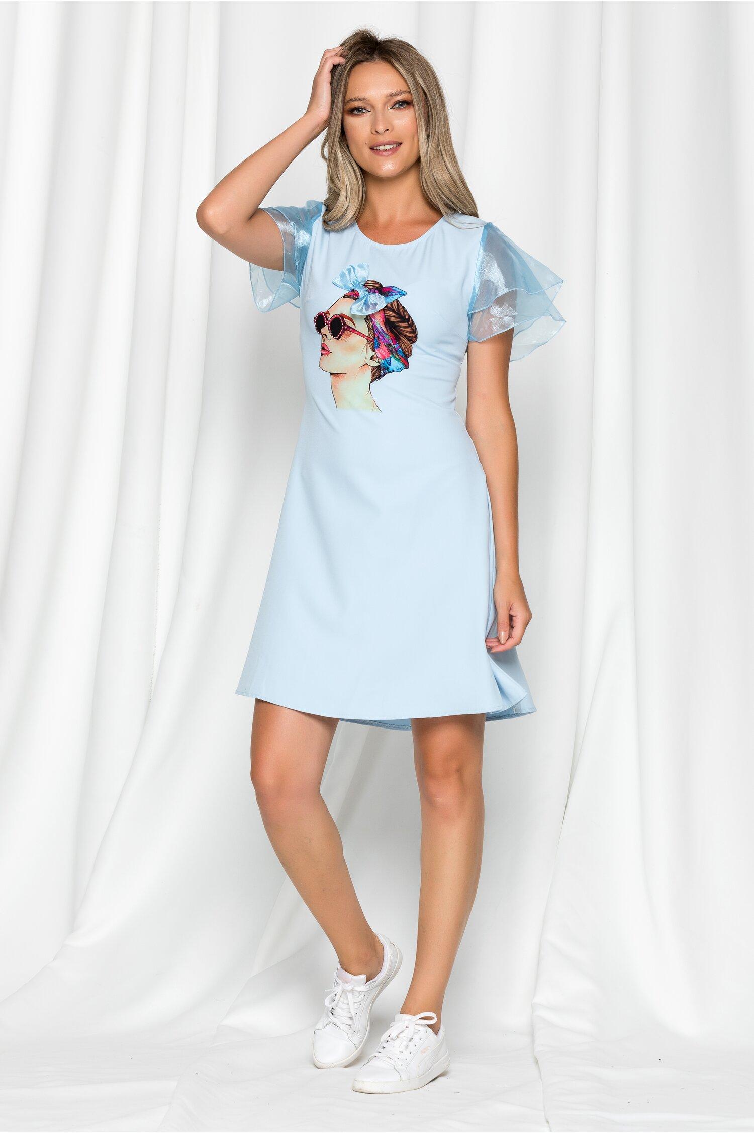 Rochie Clara bleu cu imprimeu tip portret si volane la maneci