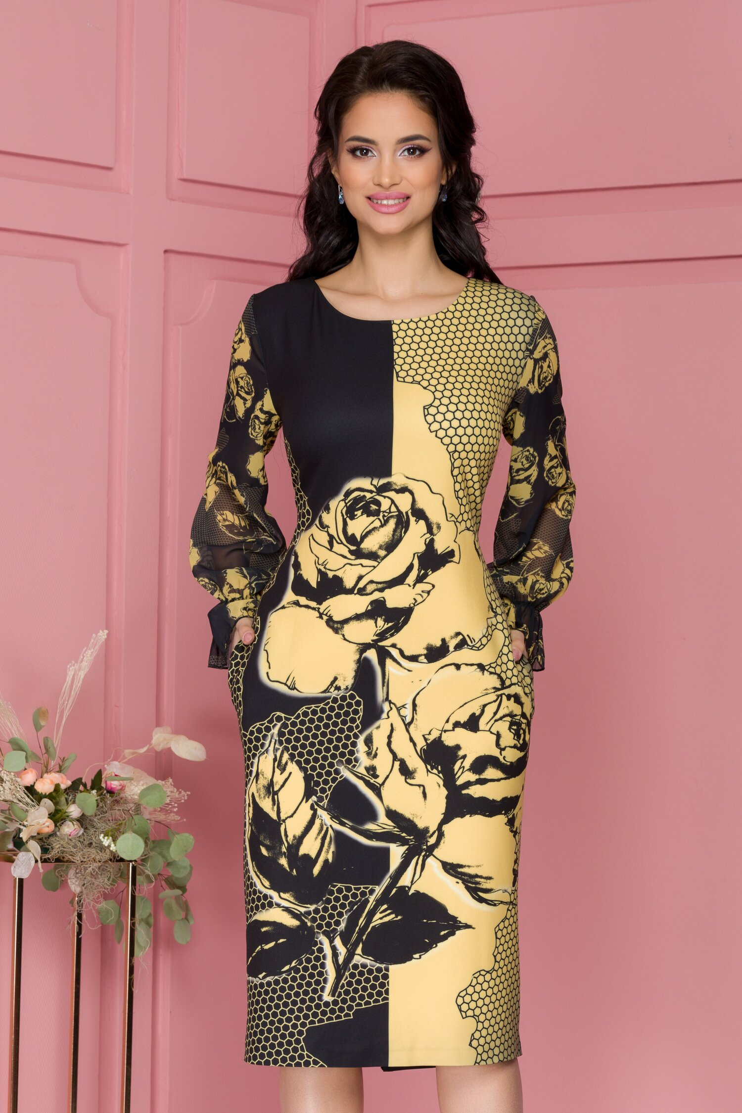Rochie Clara neagra cu imprimeu tip fagure galben si maneci din voal