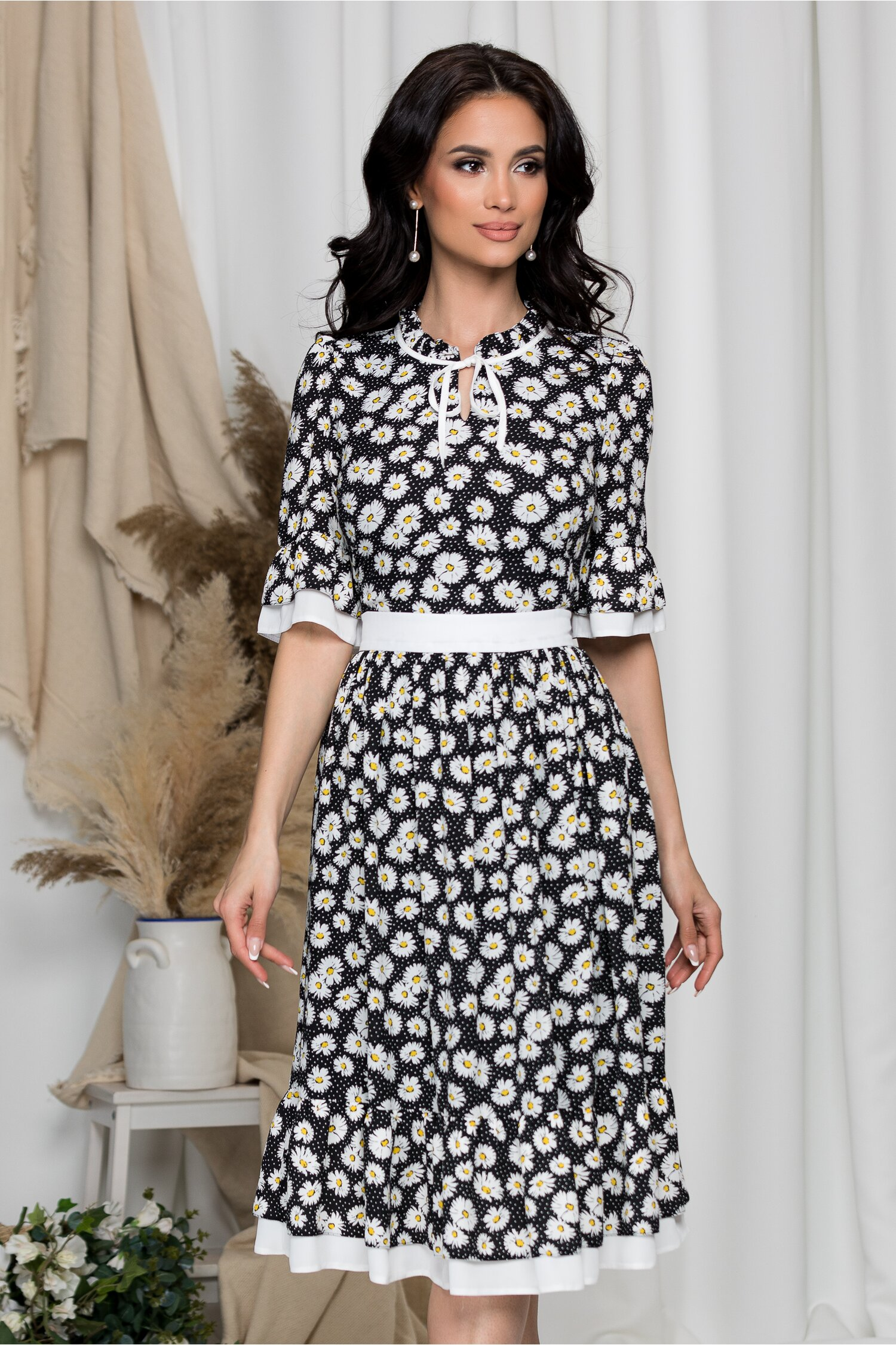 Rochie Daisy neagra cu buline si flori albe imagine dyfashion.ro 2021