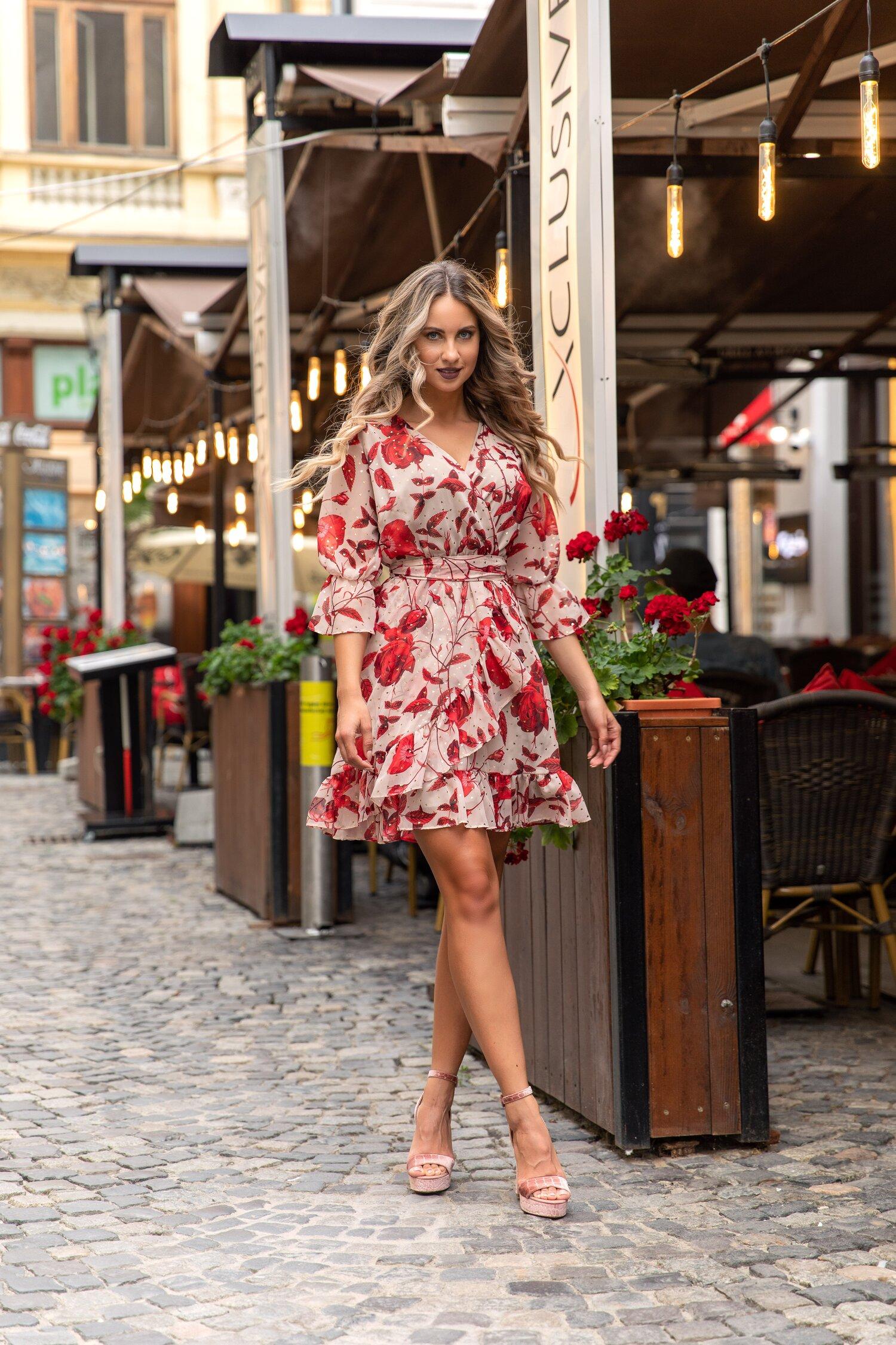 Rochie Damiana bej cu flori rosii si inimioare discrete aurii